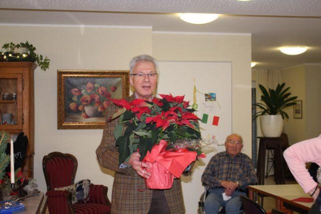 Blumengruß an die Mieter der Wohngemeinschaft ( Herr Hubert Kobrink)
